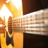 Musikalischer Durchbruch: So finden Sie die richtige Gitarre